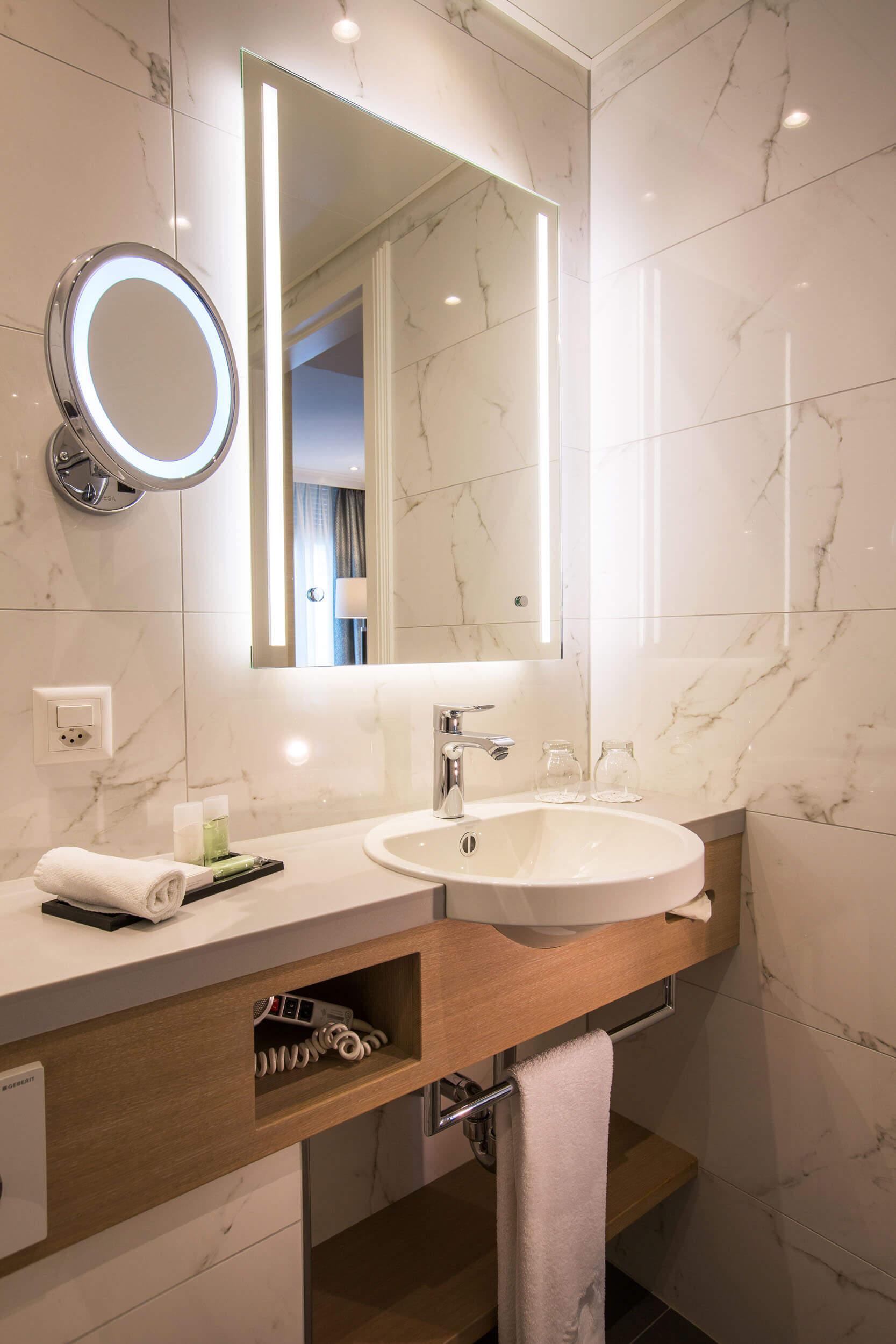 Salle de bainSuites de Luxe de l'Hôtel de la Paix Hôtel 4 étoiles en Suisse